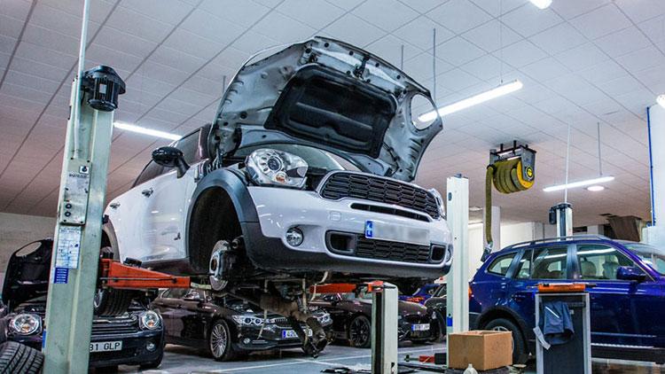 ¿Qué le pasa a tu coche si apuras el depósito de combustible?